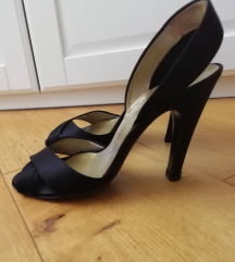 Salvatore Ferragamo crne sandale