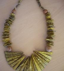 Ogrlica od žutog drveta