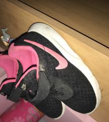 Nike tene 23.5