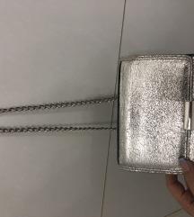 Pull&bear srebrna torbica