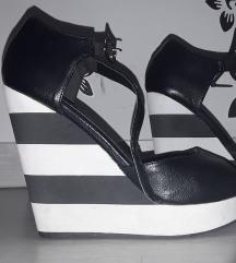Crne sandale,puna peta 38
