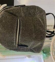 Srebrni ruksak sa sljokicama