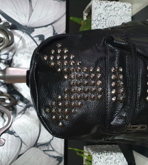 Novo ruksak sa zakovicama