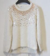 H&M bijeli čupavi pulover 122 / 128