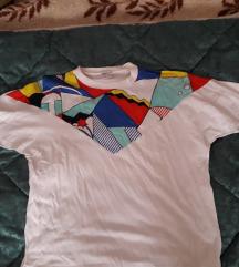 Široka bijela majica sa uzorkom