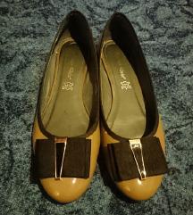 %%Lakirane cipele prava koža
