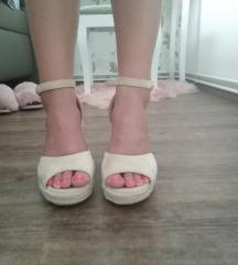 *Sandale na punu petu*