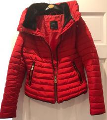 Tražim Zara crvena jakna