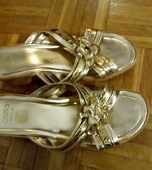 Prelijepe zlatne papuče s pluto petom