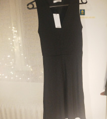 Mala crna haljina Mango s etiketom