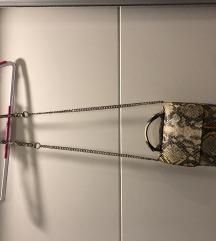 Zara torbica s zmijskim detaljima