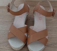 Sandale s punom petom