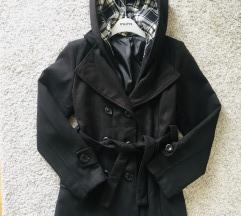 Crni zimski kaput sa kapuljačom vel M