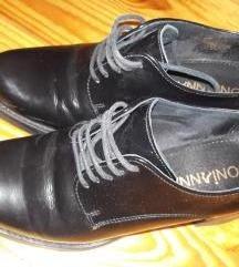 Zatvorene cipele na petu