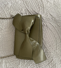 Maslinasta torbica s mašnom