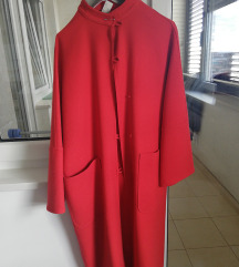 Crveni ženski kaput