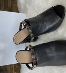 Crne nove kožne papuče GUESS