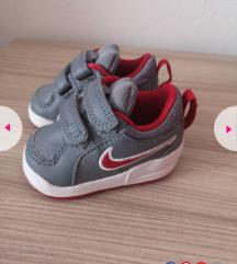 Sive Nike tenisice