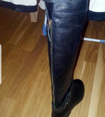 Crne kožne čizme iznad koljena sa zlatnim cifom
