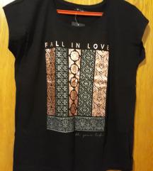 Nova crna majica s detaljima