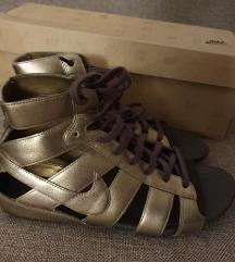 Nike zlatne sandale na vezice