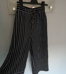 LOOSE-FITTING  CROPPED TROUSERS