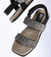 Nove Zara hit sandale 💜