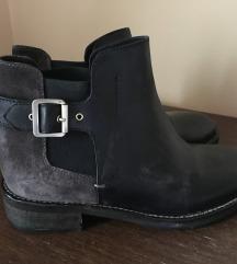 Hugo boss cizme br 38