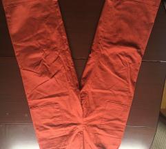 Široke crvene hlače