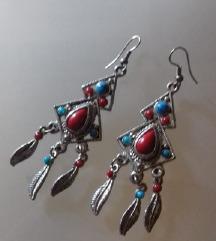 Etno naušnice s plavim i crvenim kamenom