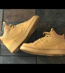 Nike court 37.5