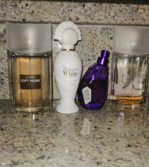 Sami složite lot parfema
