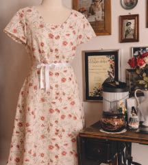 Cvjetna vintage haljina s pucetima