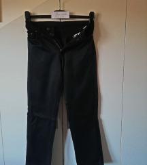 Crne sjajne hlače br 38 - 40 - model traperica