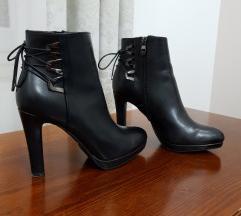 Laura Biagiotti crne cizme na petu