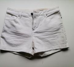 Bijele kratke hlačice 40
