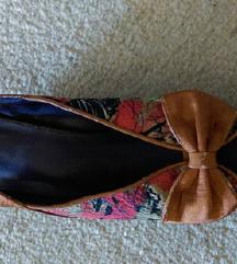 nove cvjetne platforma sandale,broj 37