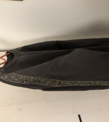 Zara sweatshirt sa sljokicama,kao nova