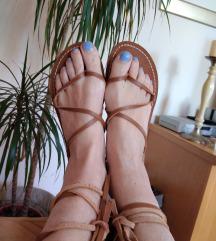 Sandale na vezanje s etiketom