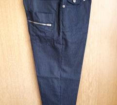 Capri hlače na crtu