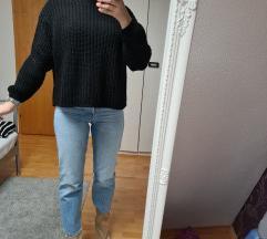 BERSHKA crni pulover