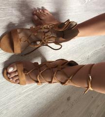 Nove sandale na vezanje