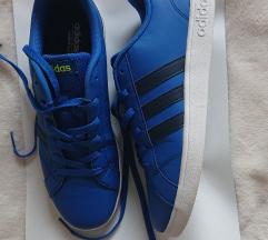Adidas Neo kao nove placene 570kn velicina 40
