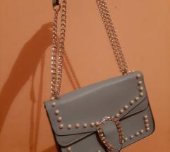Plava torbica s detaljima