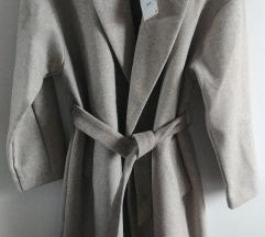 Zara kaput za prijelazno doba