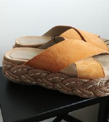 Reserved kozne natikace sandale