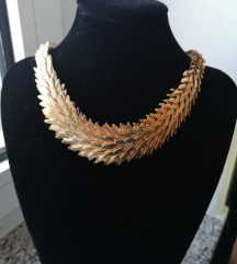 Nova Bershka zlatna ogrlica