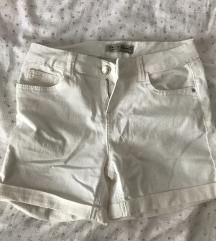 Nove bijele hlacice