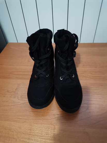 (Bobby) Cipele-tenesice nove
