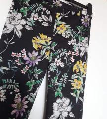 H&M uske cvjetaste crne hlače visoki struk M,L
